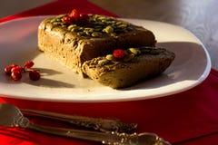 Pasta de fígado em uma toalha de mesa vermelha mim bagas vermelhas Imagem de Stock