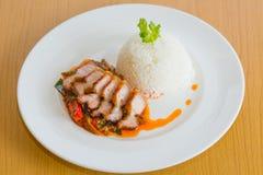 Pasta de Fried Crispy Pork Red Curry da agitação Foto de Stock