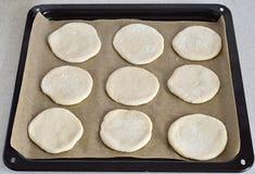 Pasta de levadura en el pergamino Imagenes de archivo