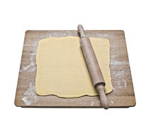 Pasta de pasta de hojaldre en tablero de la hornada Foto de archivo libre de regalías