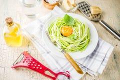 Pasta degli spaghetti dello zucchini del vegano Immagini Stock