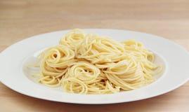 Pasta degli spaghetti Priorità bassa di legno Chiuda sulla vista Immagine Stock Libera da Diritti
