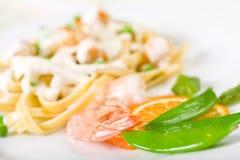 Pasta dei frutti di mare con i piselli Fotografia Stock Libera da Diritti