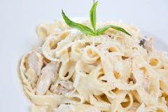 Pasta del fettuccine del pollo Fotografie Stock