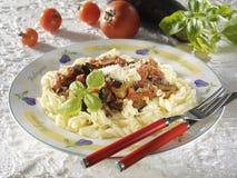 Pasta del rullo con due generi di verdura immagine stock