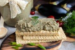 Pasta delicada, pasta da beringela Prato dietético Põe sobre um pão torrado da aptidão da dieta de baixo-caloria Imagens de Stock