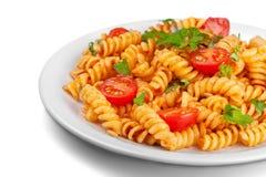Pasta deliziosa con le verdure sul piatto bianco sopra Immagini Stock Libere da Diritti