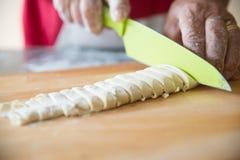 Pasta della pasta di taglio Fotografia Stock Libera da Diritti