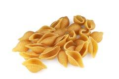 Pasta delle coperture del grano intero su priorità bassa bianca Fotografia Stock