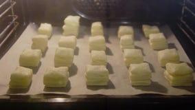 Pasta di cottura in forno caldo al rallentatore stock footage