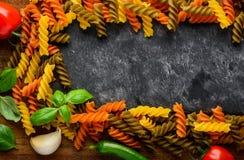 Pasta di Fusilli con la struttura dello spazio della copia Immagine Stock Libera da Diritti
