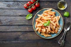 Pasta di Penne in salsa di pomodori Fotografia Stock Libera da Diritti