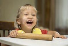 Pasta di rotolamento del bambino per gli spaghetti Immagine Stock Libera da Diritti