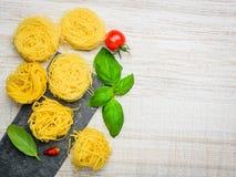 Pasta di tagliatelle di cucina e spazio italiani della copia Fotografia Stock