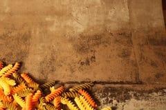 Pasta di tricromia su fondo di pietra fotografia stock