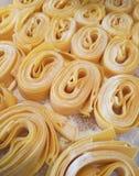 Pasta e farina fresche Fotografie Stock Libere da Diritti
