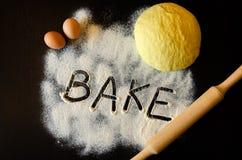 Pasta e matterello fotografie stock libere da diritti