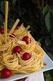Pasta e pomodori grezzi immagini stock