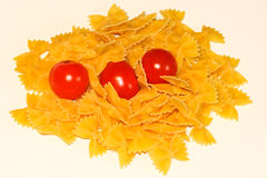Pasta e pomodoro di Farfalle fotografia stock