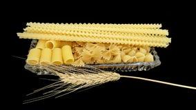 Pasta e un orecchio sul nero Fotografia Stock