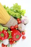 Pasta e verdure italiane immagini stock libere da diritti