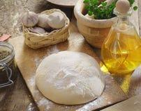 Pasta ed ingredienti della pizza Fotografia Stock Libera da Diritti