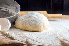 Pasta en la tabla Imagen de archivo libre de regalías