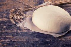 Pasta en tarjeta de madera Imagen de archivo libre de regalías