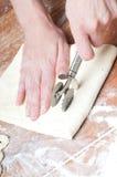 Pasta en una tarjeta de madera fotos de archivo libres de regalías