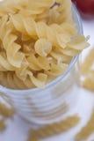 Pasta för att laga mat i exponeringsglaset arkivfoton