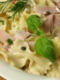 pasta för closeupfarfalleskinka Royaltyfri Bild
