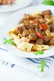 pasta för nötköttgoulashpappardelle royaltyfri bild