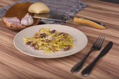 Pasta Farfalle med Carbonara sås Royaltyfri Fotografi