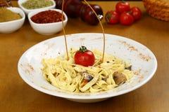 Pasta Fettucine Alfredo Fotografering för Bildbyråer