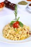 Pasta Fettucine Alfredo Royaltyfria Foton