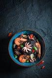 Pasta fresca del nero dei frutti di mare fatta del polipo, gamberetti della tigre Fotografia Stock Libera da Diritti