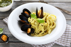 Pasta with fresh seafood Royalty Free Stock Images