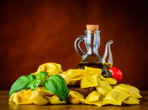 Pasta gialla dei tortellini e dei ravioli Fotografie Stock Libere da Diritti