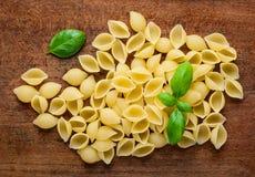 Pasta gialla di Conchiglie Rigate Immagini Stock