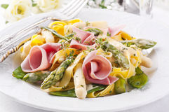 Pasta with ham and asparagus Stock Photography