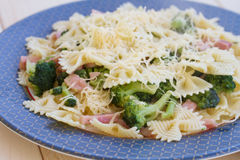 Pasta with ham, broccoli and cheese Royalty Free Stock Images