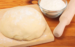 Pasta, harina, rodillo Foto de archivo