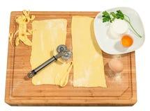 Pasta hecha a mano con el huevo, el perejil y el queso frescos Foto de archivo