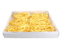 Pasta i en ask arkivfoto