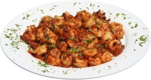 Pasta italiana con i tortellini e la salsa al pomodoro Immagine Stock