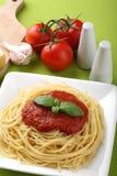 Pasta italiana con la salsa ed il parmigiano di pomodori Immagine Stock