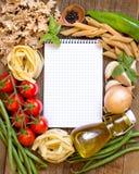 Pasta italiana con le verdure e le erbe Fotografia Stock Libera da Diritti