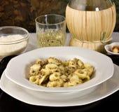 Pasta italiana con lo sgombro (Orecchiette) Immagine Stock