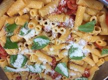 Un piatto di maccheroni immagine stock immagine di for Pasta tipica italiana
