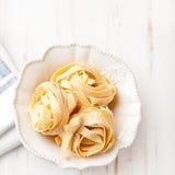 Pasta italiana in una ciotola Fotografia Stock
